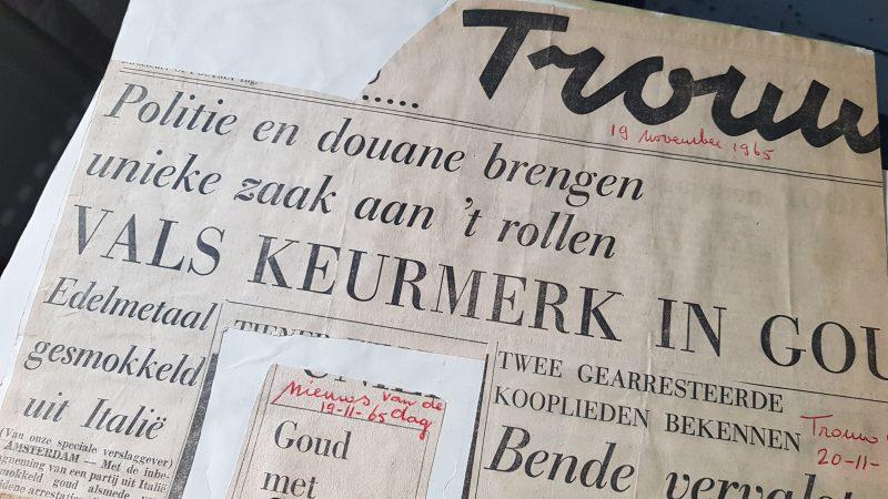 """Krantenkop van een knipsel uit de krant Trouw van 19 november 1965: """"Politie en Douane brengen unieke zaak aan 't rollen; Vals keurmerk in Goud"""